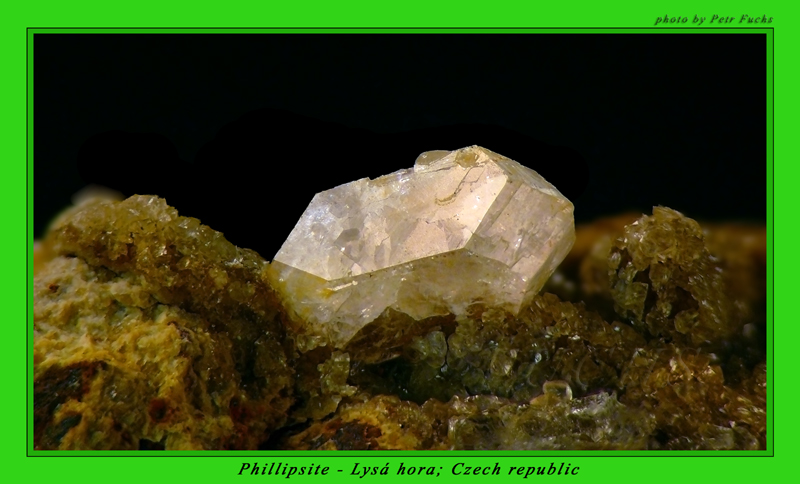 Phillipsit-(Ca)