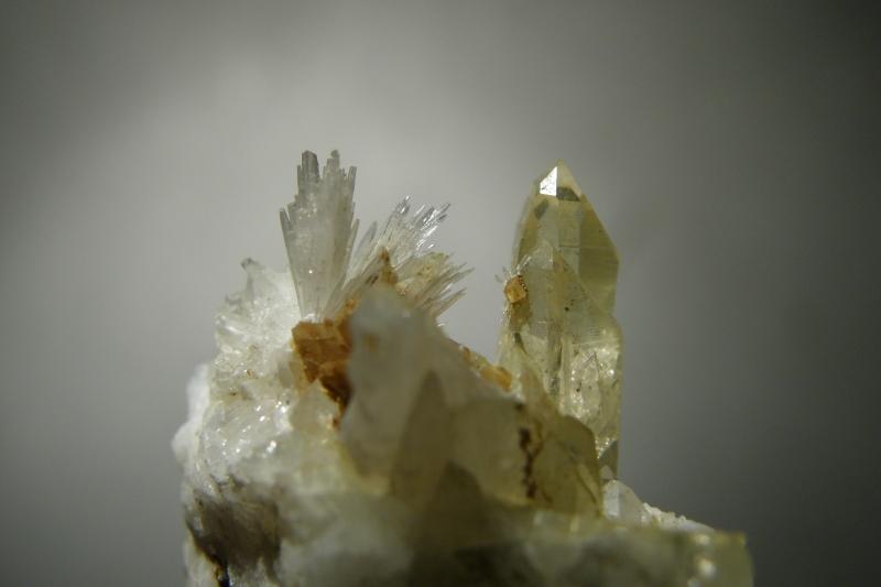 Aragonite, Quartz (var. Rock Crystal), Magnesite