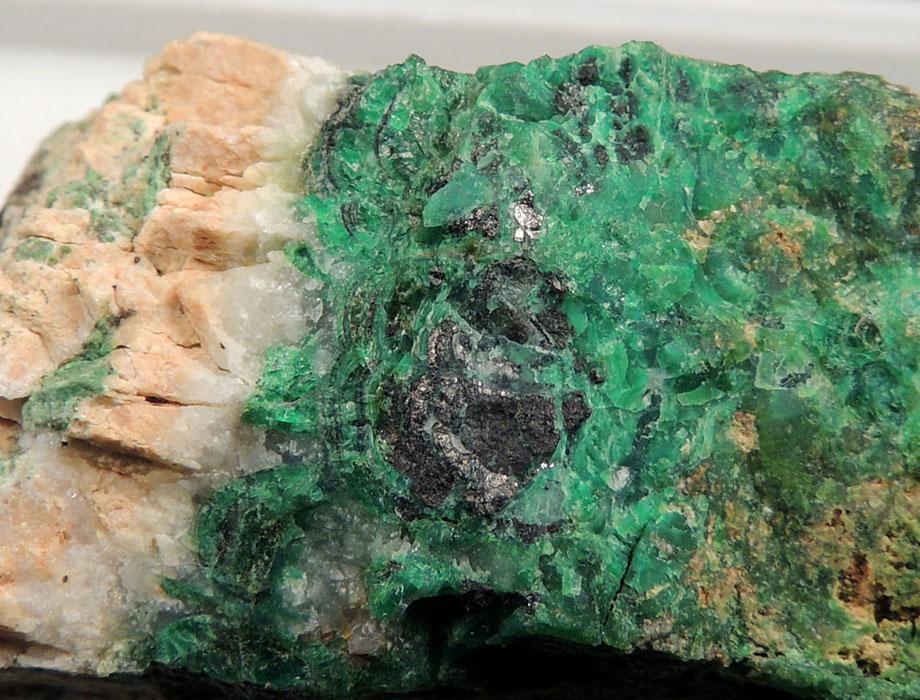 Krutovite, Falcondoite