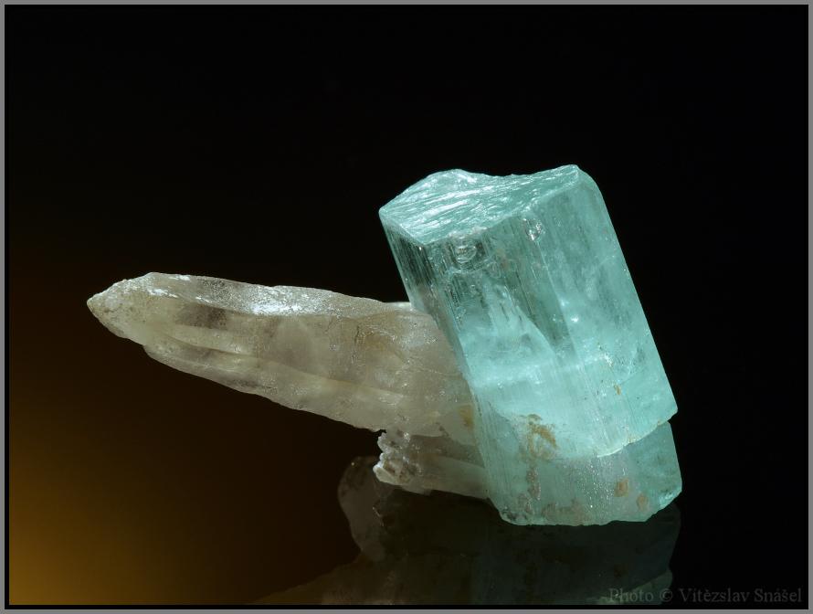 Beryl (var. Aquamarine), Quartz