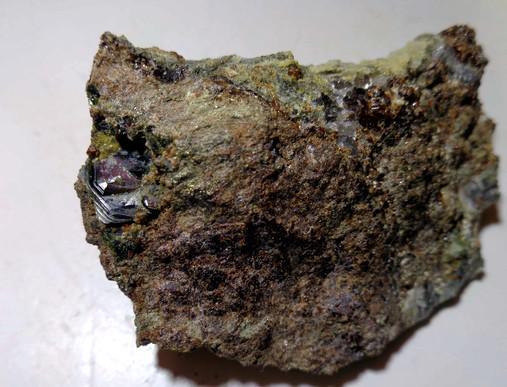 Hematit, Grossulár (var. Hessonit)